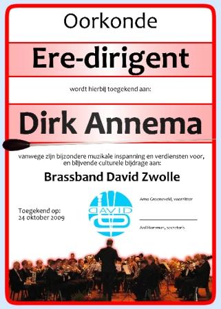 Oorkonde ere-dirigent Brassband David voor Dirk Annema